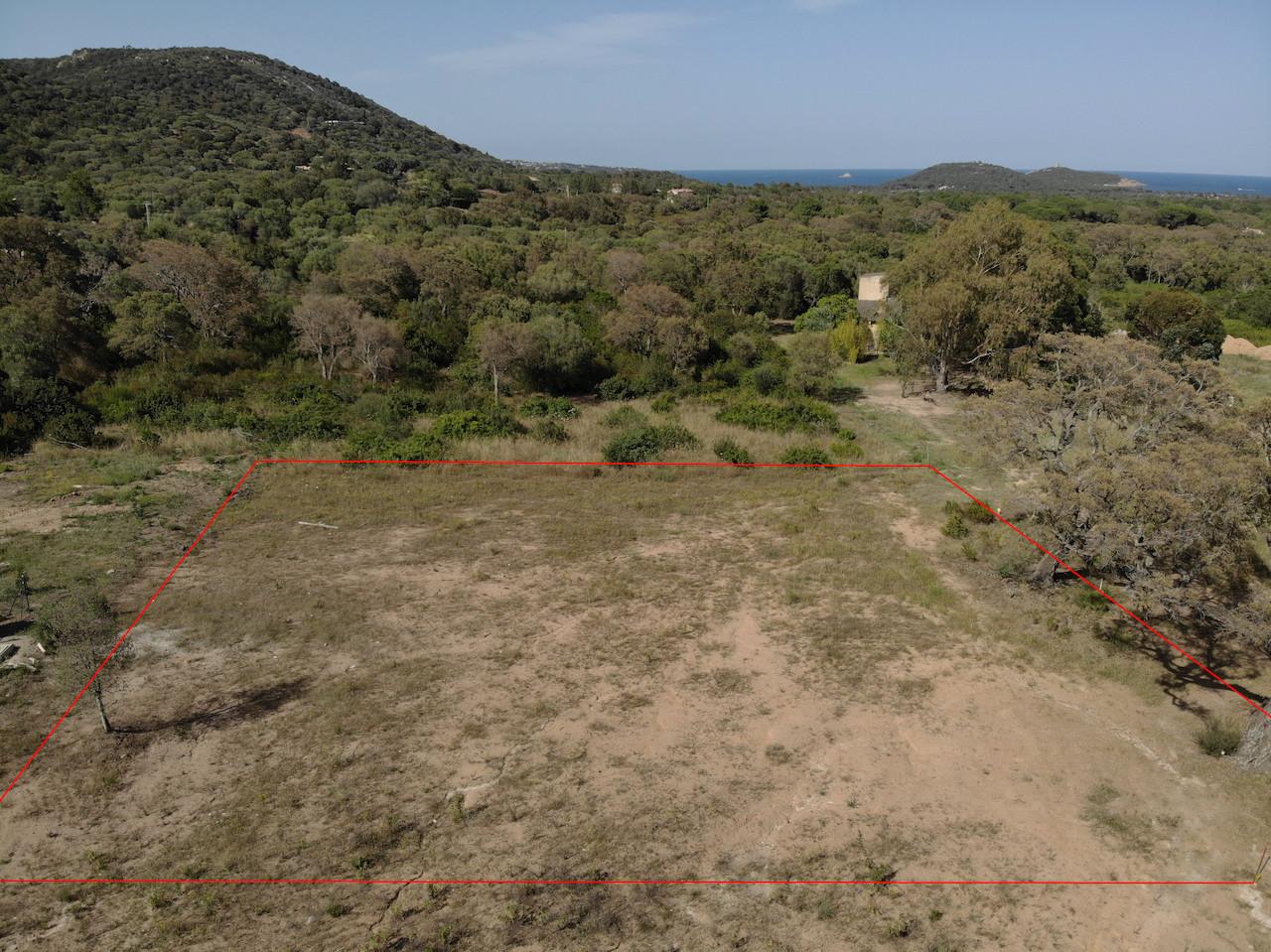 Entre St Cyprien et Pinarello: Terrain à bâtir VIABILISÉ avec C-U PRÉOPÉRATIONNEL DÉLIVRÉ en JUILLET 2019.