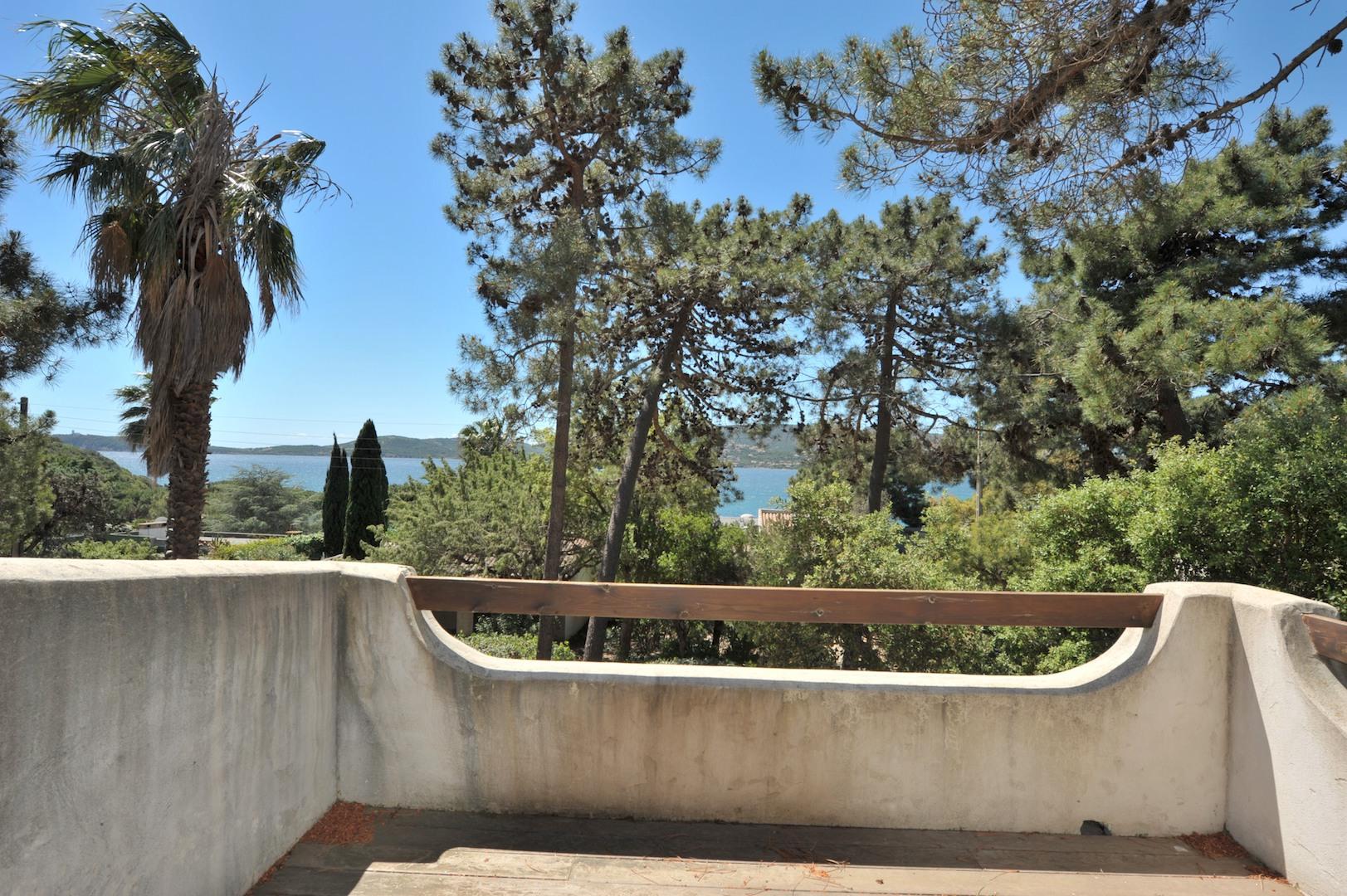 DOMAINE PRIVÉ DE CALA ROSSA, à 100m. à pied de la plage: Villa T-5 TRÉS BELLE VUE MER ET PISCINABLE.