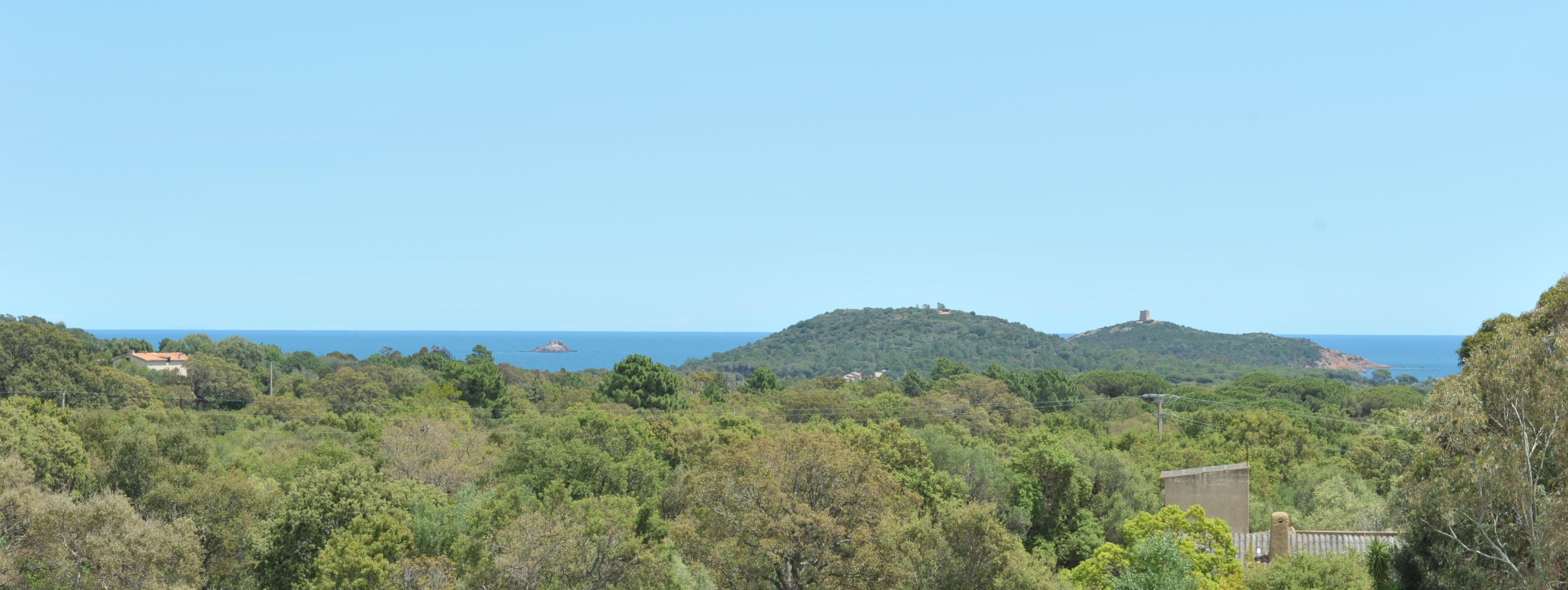 Entre St Cyprien et Pinarello: Terrain à bâtir VIABILISÉ avec VUE MER.