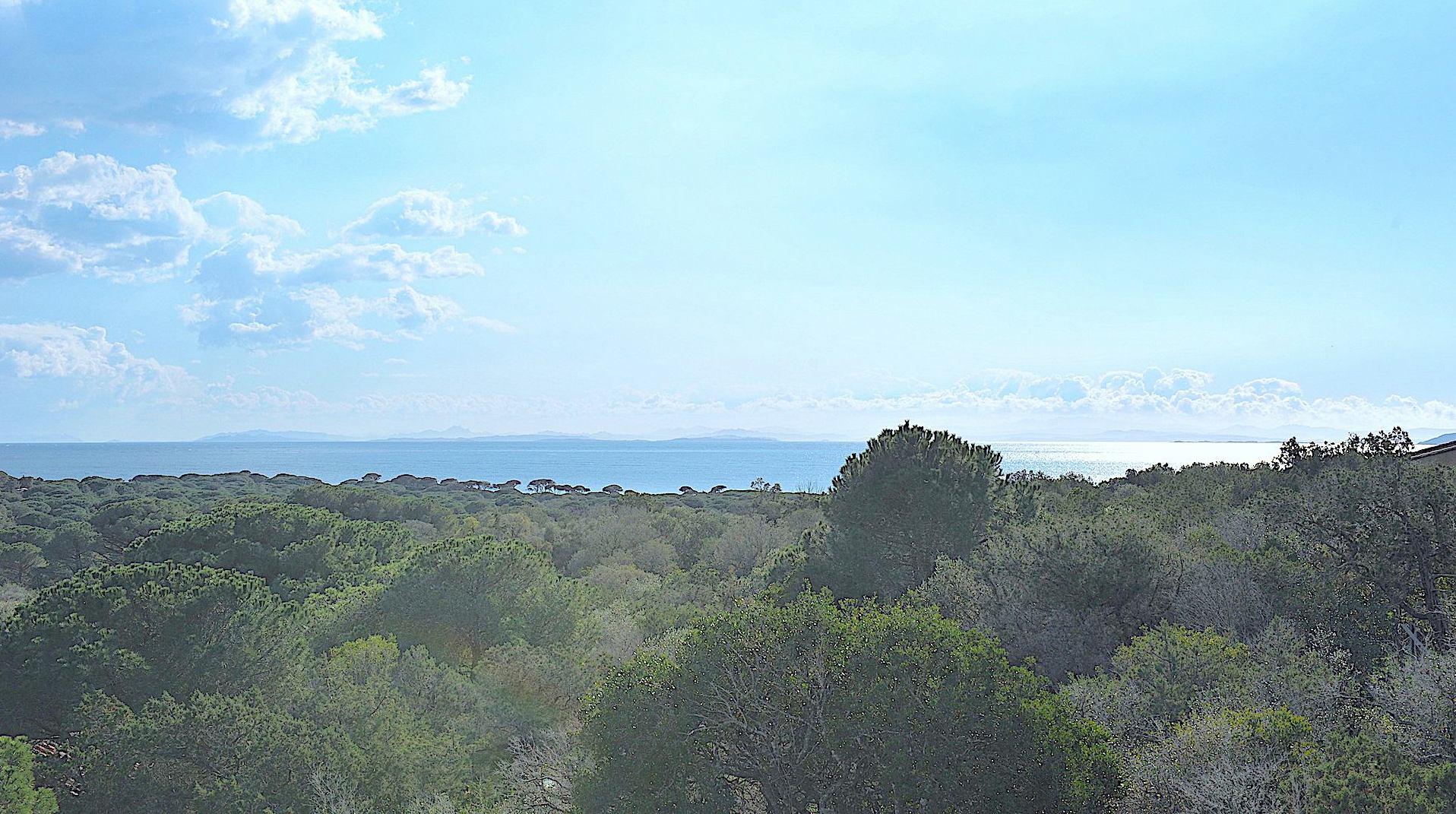PALOMBAGGIA, A 1km. à pied de la plage principale: PROPRIÉTÉ comprenant 2 MAISONS VUE MER AVEC TRAVAUX À PRÉVOIR. EXTENSION/SURÉLÉVATION POSSIBLE.
