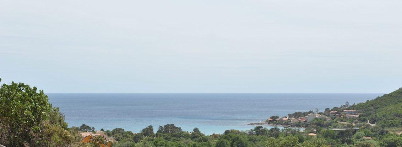 Terrain à bâtir VIABILISÉ avec VUE PANORAMIQUE DOMINANTE sur MER et MONTAGNE, Tarco (à 300m. de la plage).