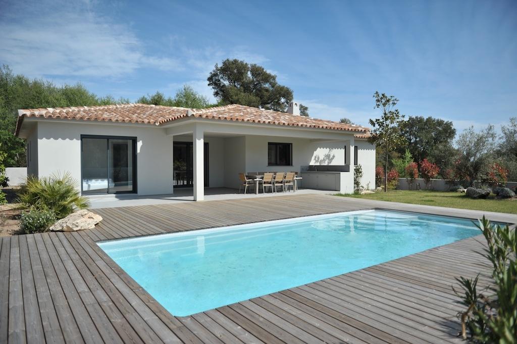 Villa contemporaine neuve type 5 avec piscine entre ste lucie de porto vecchio et faut a for Piscines contemporaines