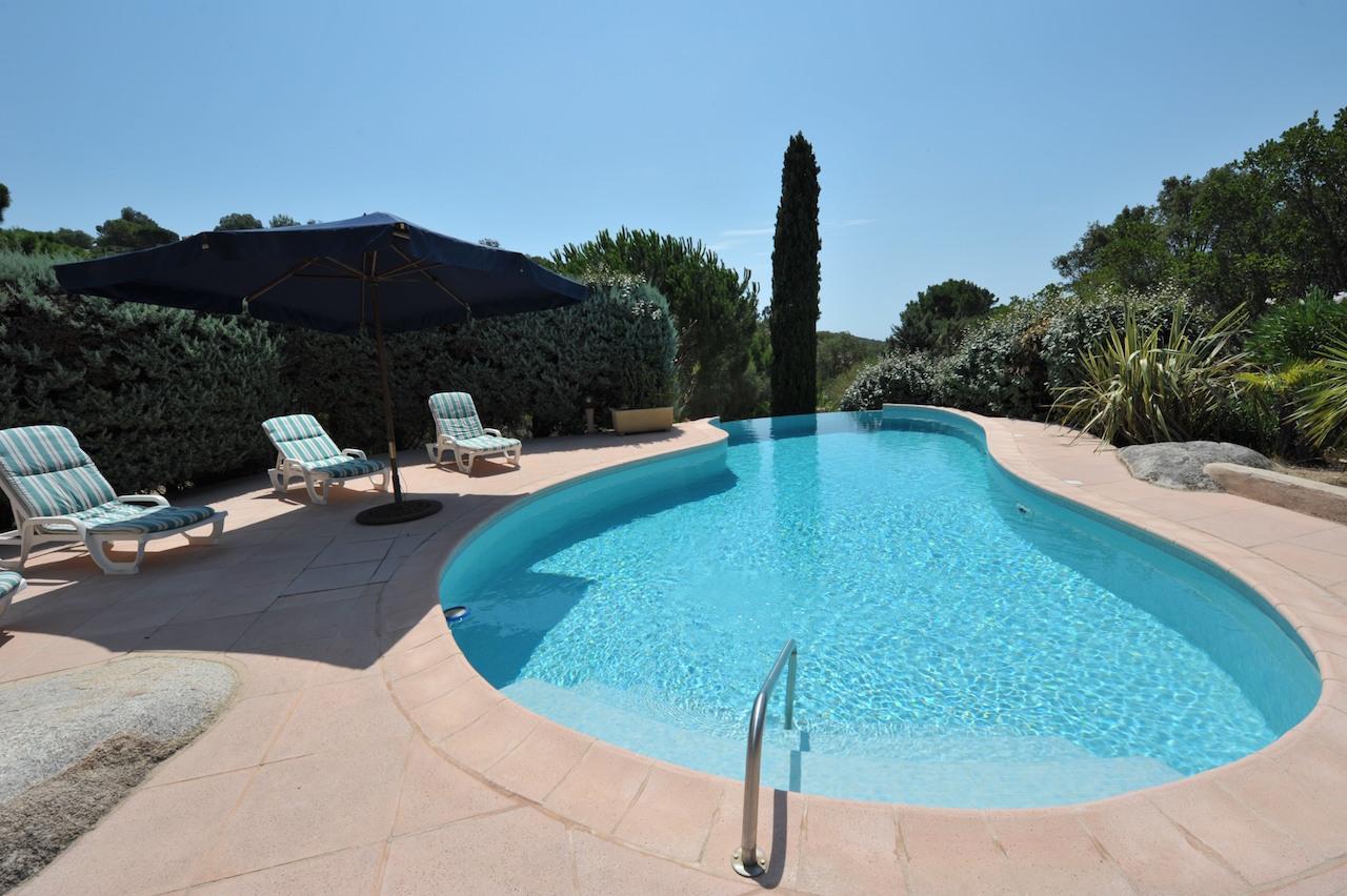 Cirindinu domaine d 39 araso villa t 6 magnifique vue mer for Piscine avec solarium