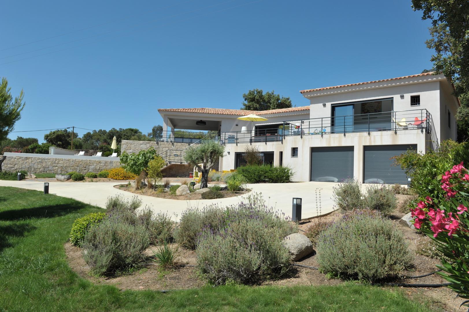 Moins de 200 m pied de la plage de pinarello villa d for Taxe fonciere garage prix