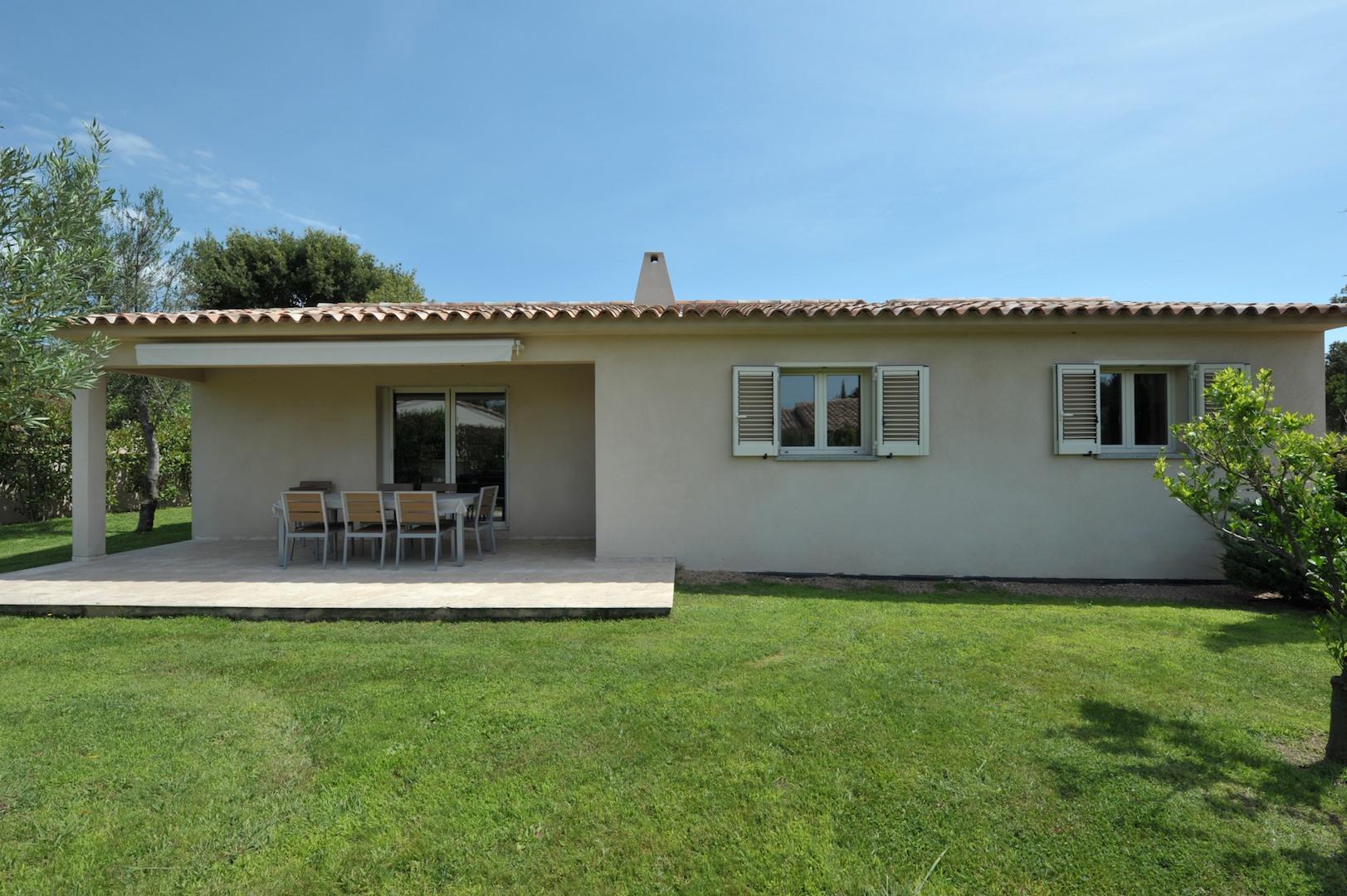 Entre Ste Lucie de Porto-Vecchio et Fautéa: Villa type 4 RÉCENTE avec option piscine possible.